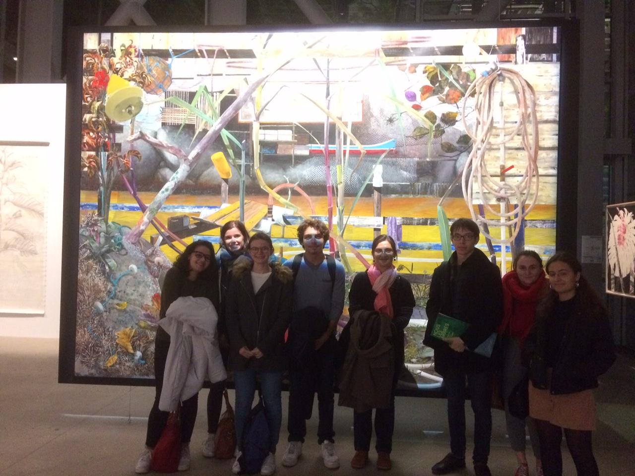 """Mme Merlier et ses étudiants à l'exposition """"Nous, les arbres"""""""
